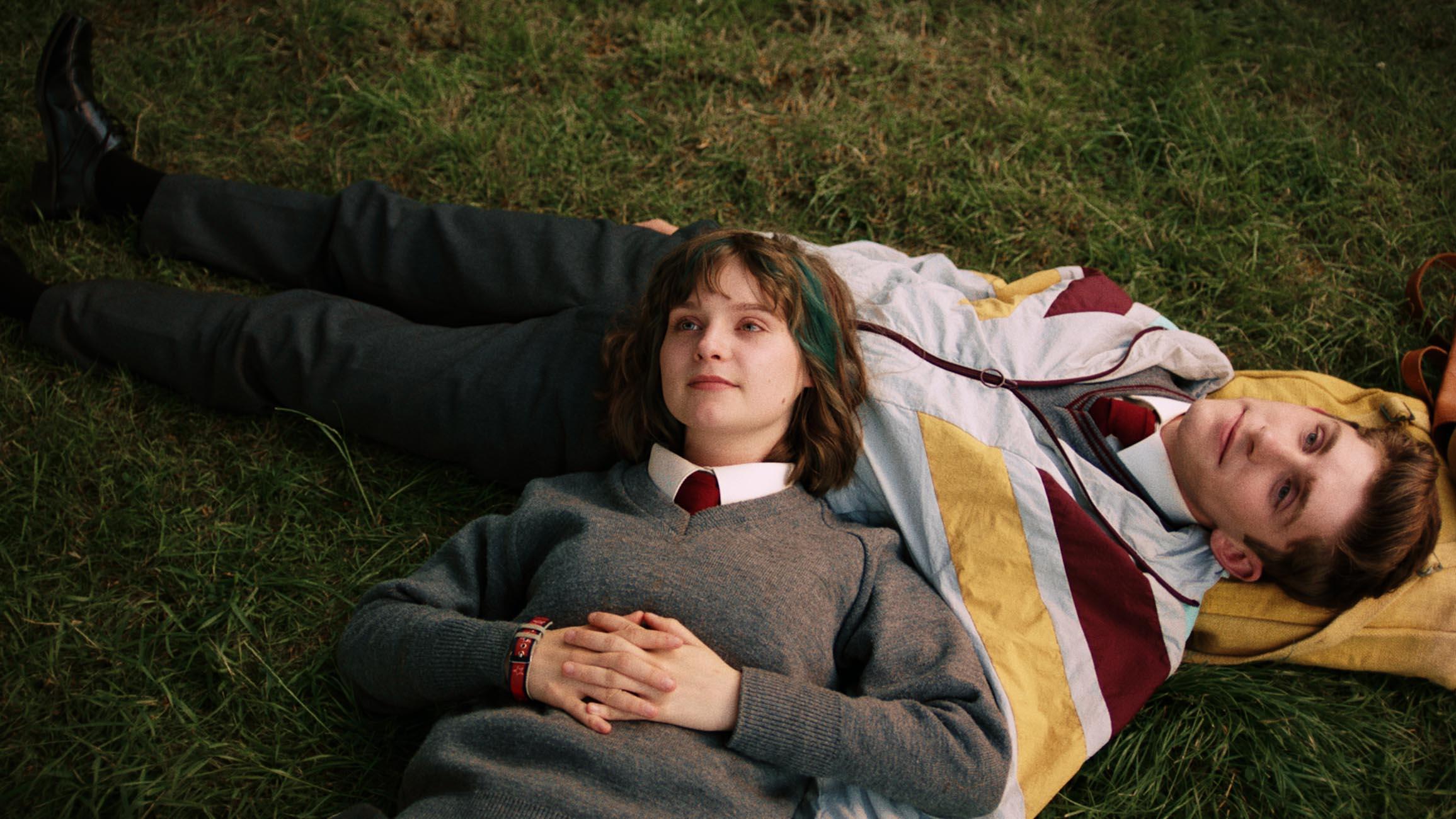 Dating Amber. Protagonizada por Fionn O'Shea y Lola Petticrew